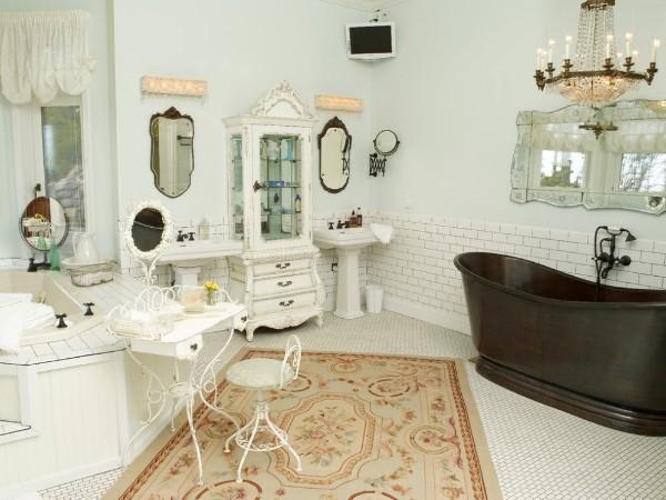 ковёр на полу в ванной с оригинальным дизайно