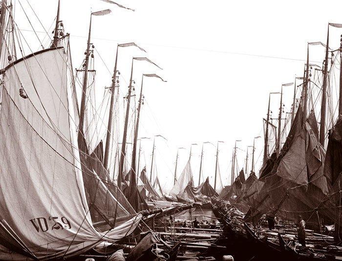Рыбацкие лодки в Воллендаме, Голландия ХХ век, винтаж, восстановленные фотографии, европа, кусочки истории, путешествия, старые снимки, фото