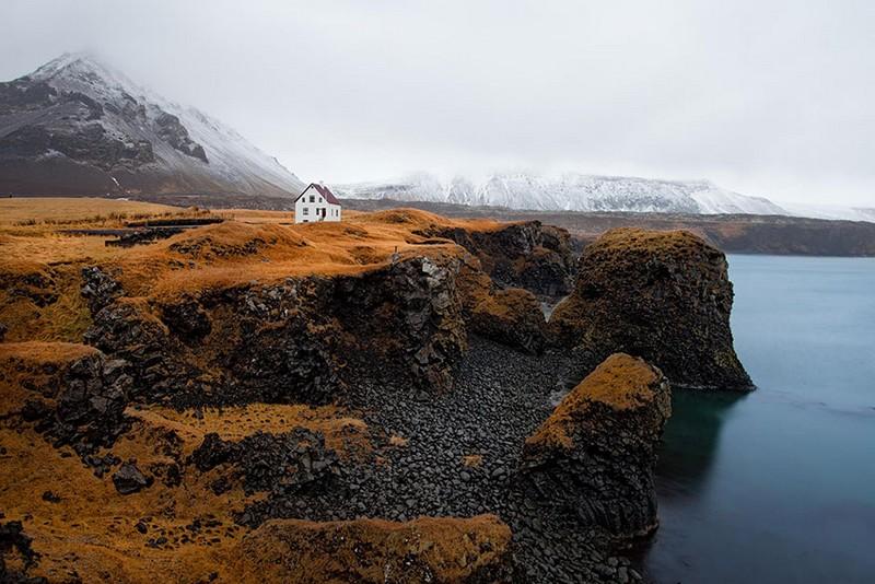 15. Одинокий дом. Исландия.