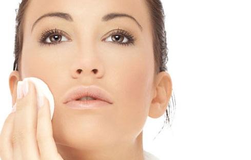 Уход за молодой кожей лица: 10 правил на каждый день