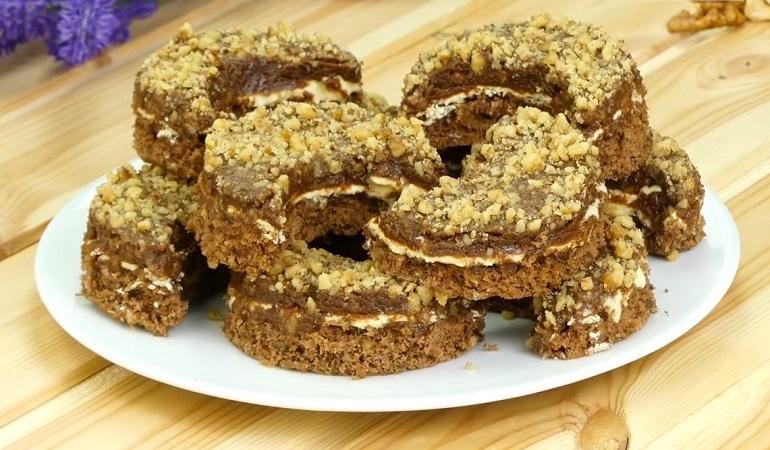 Ароматное пирожное «Полумесяц»: всем ценителям ореховых десертов