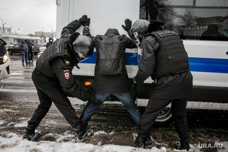 Госдума повысит штрафы за неповиновение силовикам на митингах