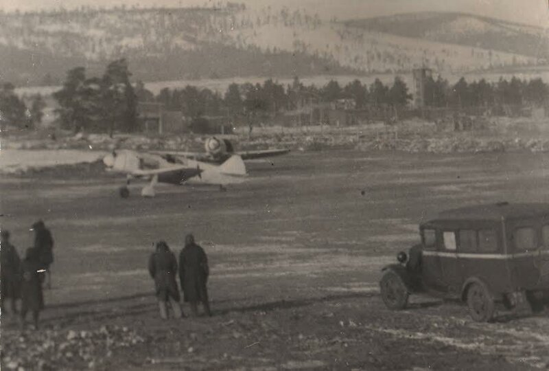 Ла-5 выруливают на взлёт. Фото из архива Улан-Удэнского авиационного завода (в годы войны - завода №39) Великая Отечественная Война, архивные фотографии, вторая мировая война