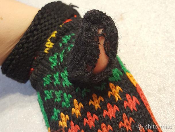 Как починить распустившуюся вязаную варежку