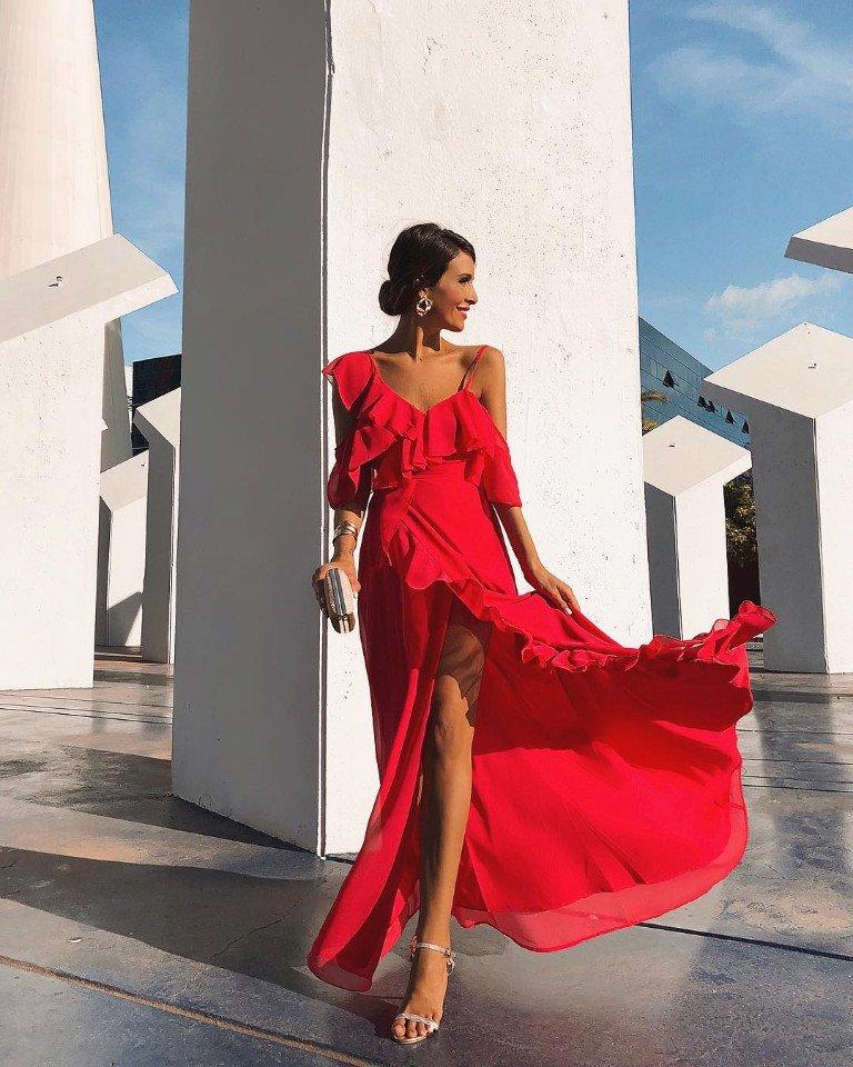 Яркие платья с воланами к лету