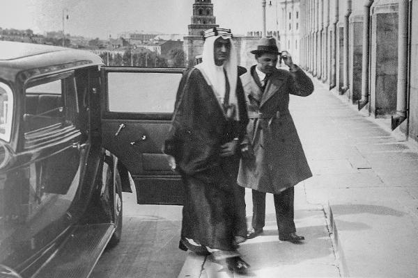 Сталин предал Саудовскую Аравию. Там сразу появились нефть и американцы
