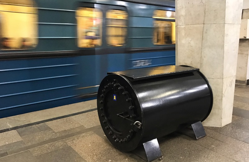 Черные бочки: новая тайна метро. Они есть на всех станциях!