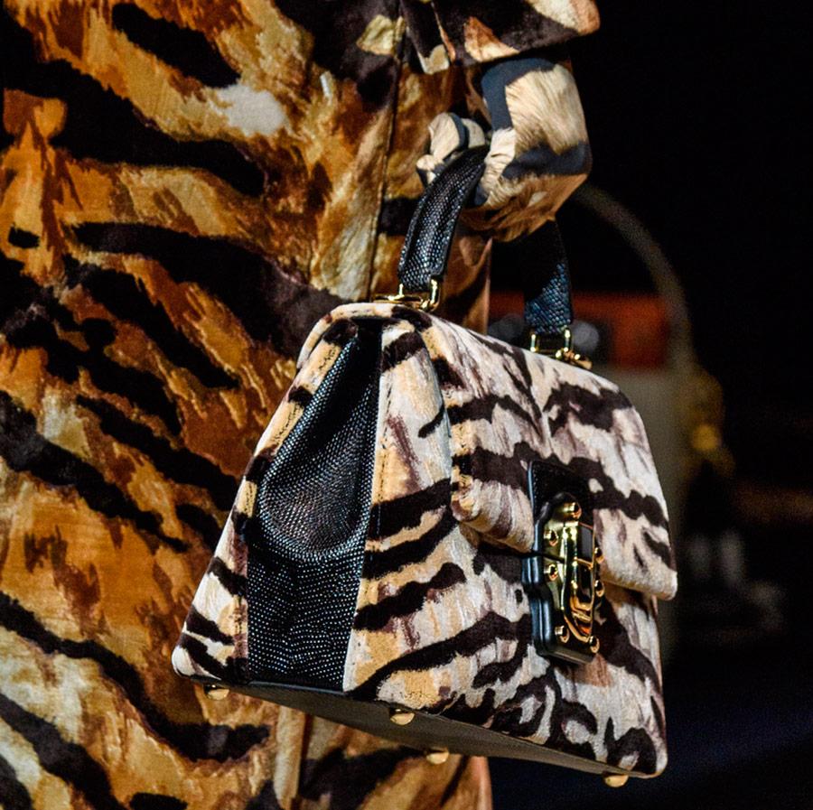 Подборка актуальных сумок с тигриным принтом