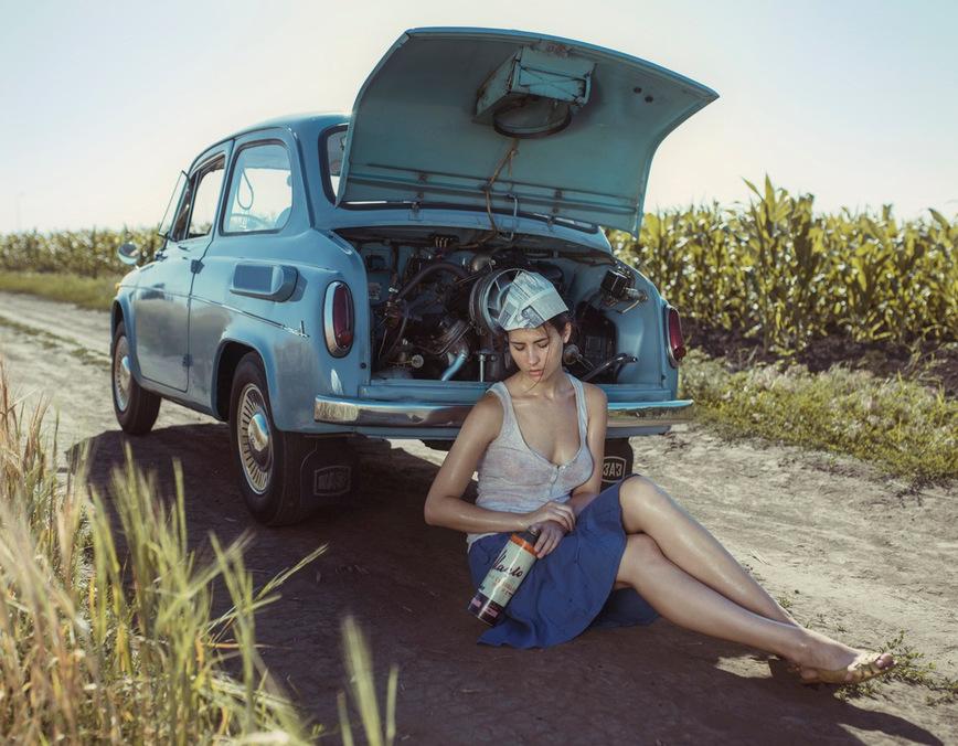 Фотосессия девушки и ЗАЗ-965 Запорожец в советском ламповом стиле