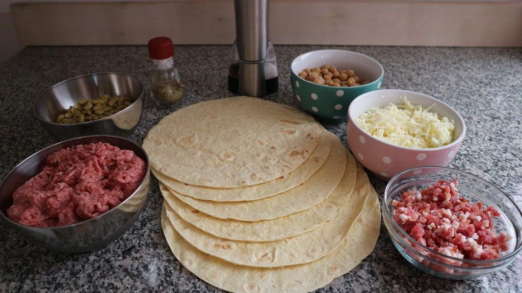 Из тортильи, гороха и ветчины готовлю очень вкусный и сытный пирог: повторить рецепт проще простого выпечка