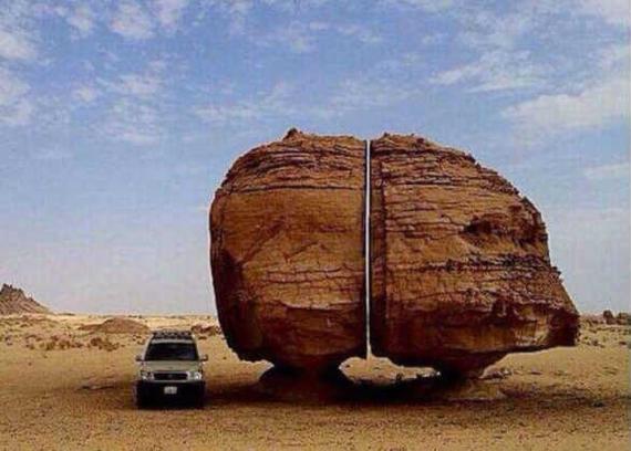 Камень Аль-Наслаа: кто мог в древности разрезать его столь ровно на две части и зачем? археология,Древний Мир,история,камни,наука,открытия,цивилизации