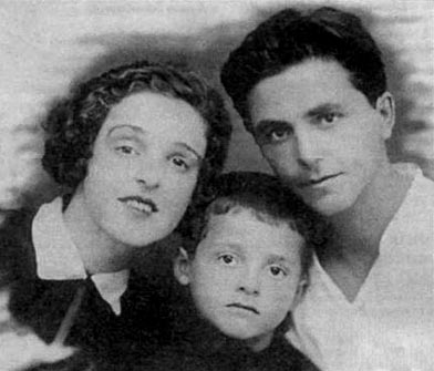 Миша Танхилевич родителями Мариной Пантелеевной и Исааком Самойловичем, конец 1920-х.