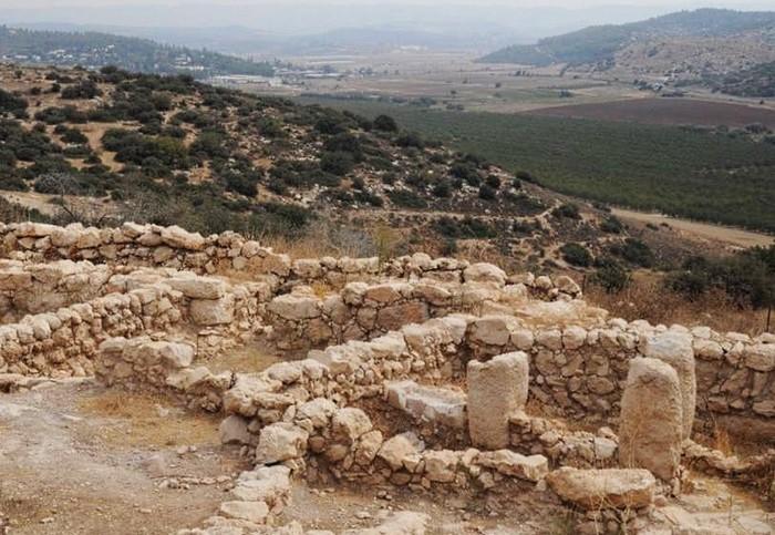 Руины дворца в древнем городе Хирбет-Киафа
