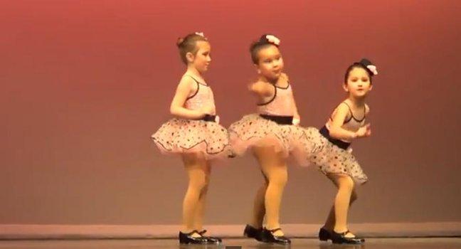 Видео: танец шестилетней дев…