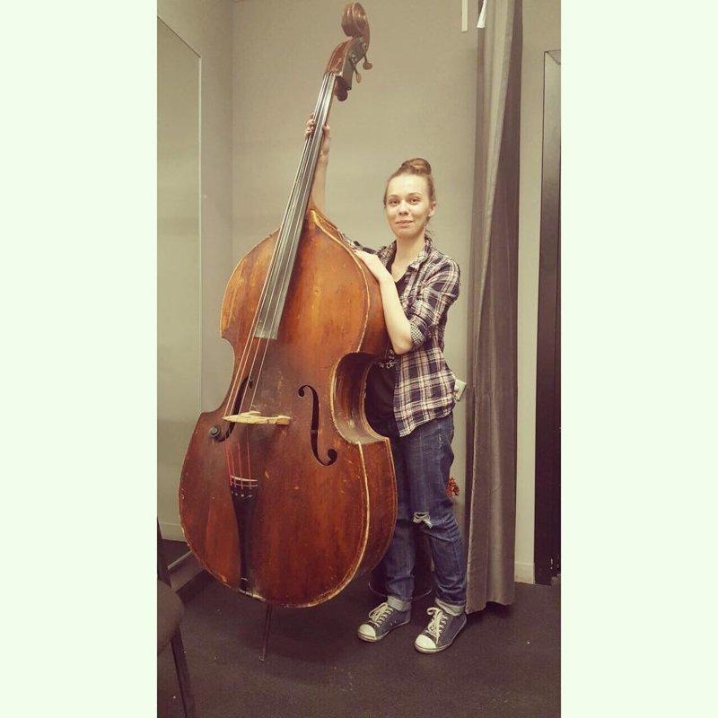 Даже некоторые музыкальные инструменты для них просто гигантские дюймовочки, женщины, жизнь, маленький рост, трудности