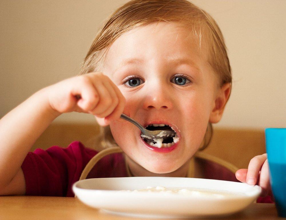 Картинки детей кушают