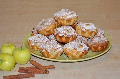 Сочные яблочные кексы