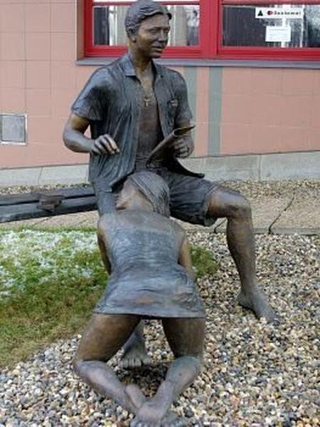 """""""Памятник шлюхе"""" или """"Лавочка порока…называйте, как хотите, но он существует!"""