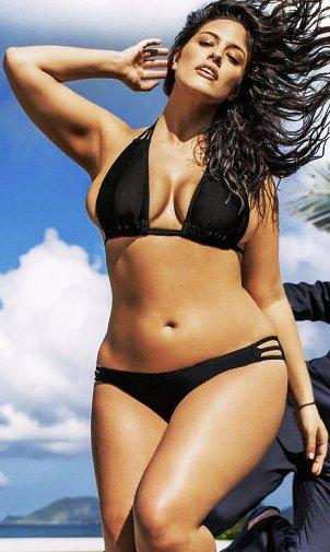 Новые стандарты женской  красоты: модель 50-го размера в рекламе бикини