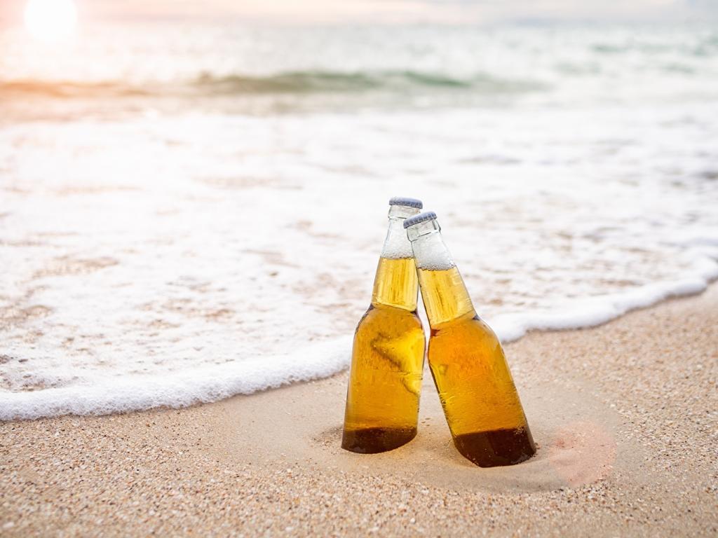 Немецкие ученые утверждают, что алкоголь делает кожу более чувствительной к солнцу