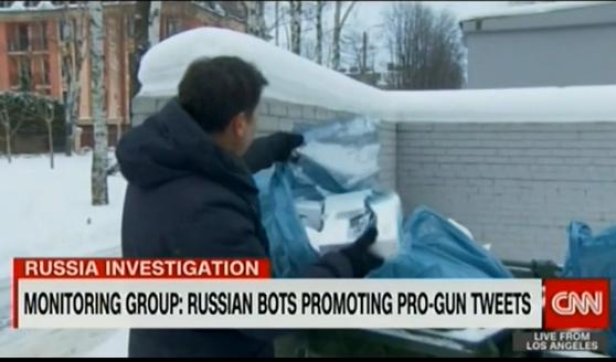 Корреспондент CNN Мэтью Чанс полез в мусорный бак чтобы найти «русских троллей»