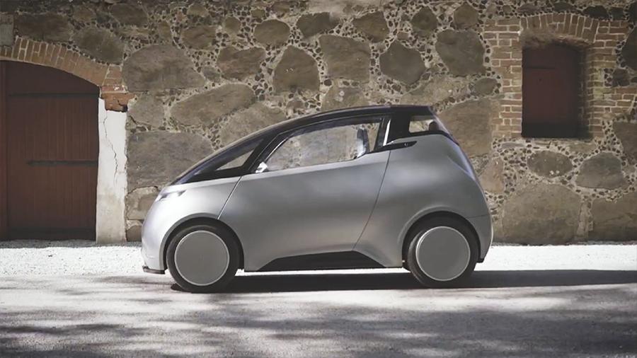 """Ну и гаджеты: миниатюрный электромобиль, """"умное"""" зеркало и солнечная батарея в рулоне"""