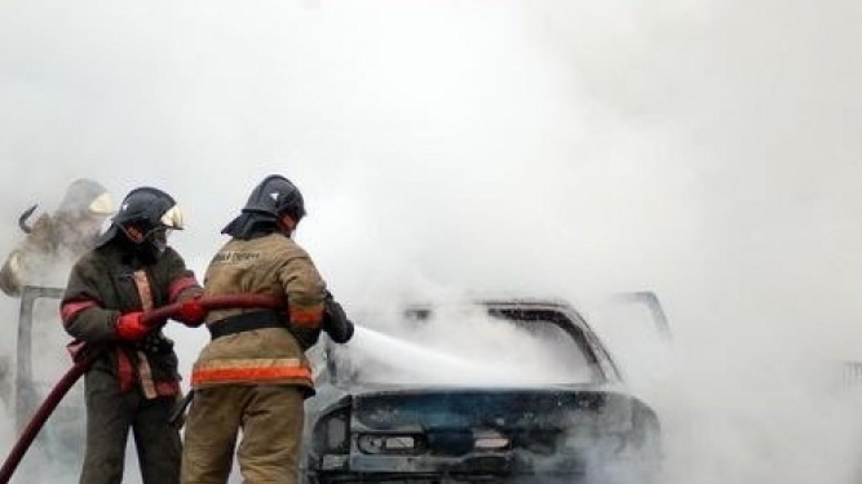 Петербуржец отправлен в колонию за поджог машины отказавшей ему в интиме девушки Происшествия