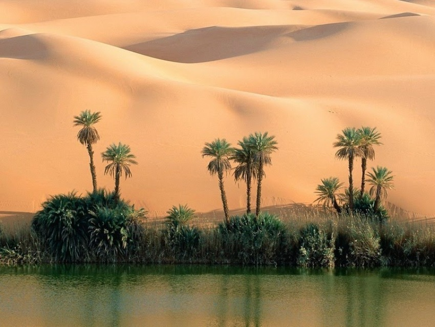 Озера Убари в песчаном море