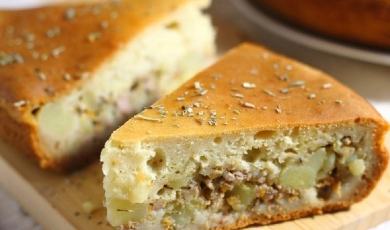Заливной пирог с картофелем и фаршем: сытная выпечка в будни и на праздничный стол