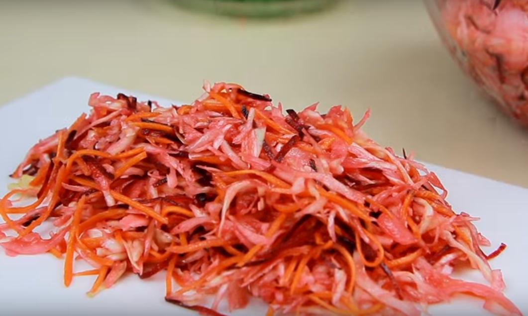 Вкуснейший маринованный салат из капусты