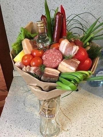 В наше время в гости надо ходить не с цветами, а вот с такими креативными  букетами...😊