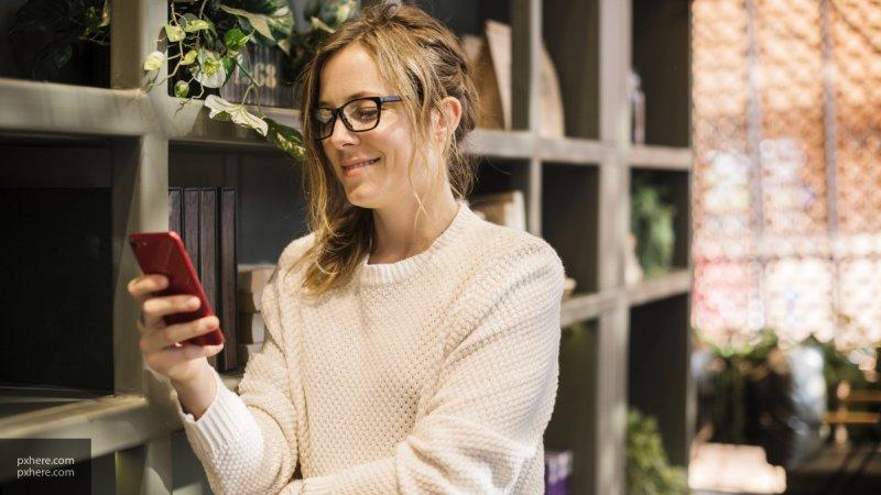 Эксперты Роскачества рассказали об аналогах дорогих смартфонов ко Дню студента