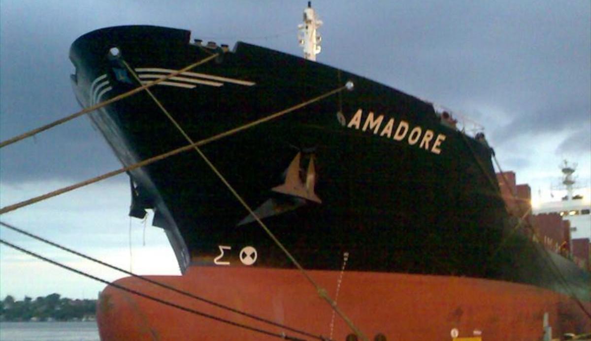 Свежие новости по Азовскому морю: задержанный украинский балкер Amadore идёт в Керчь на буксире