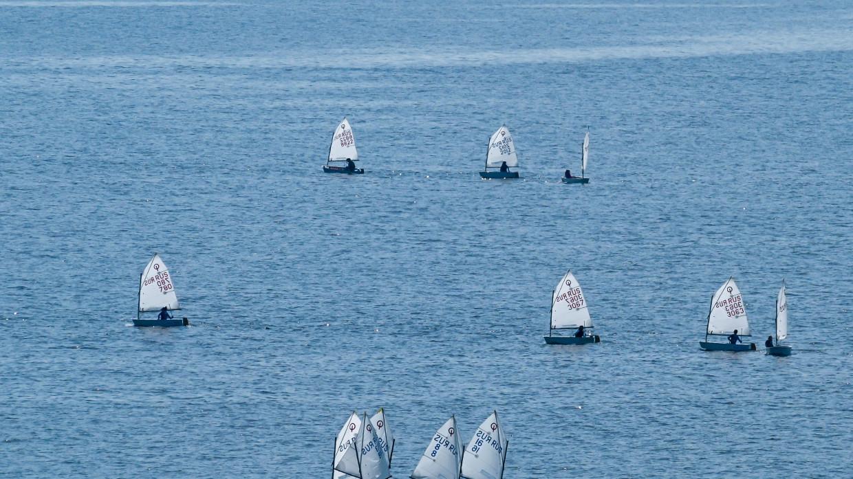Ветер унес в Финский залив четыре парусника с подростками Происшествия