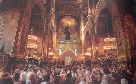 Церковная молитва выше домашней