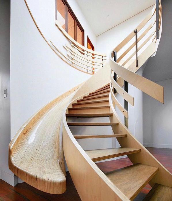 Лестница с горкой. | Фото: Picdeer.