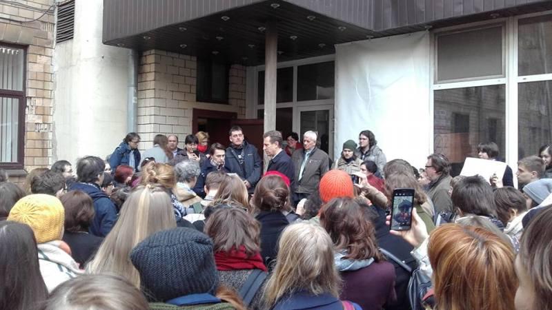 В соцсетях обсуждают прошедший в РГГУ митинг против сокращения ведущих профессоров