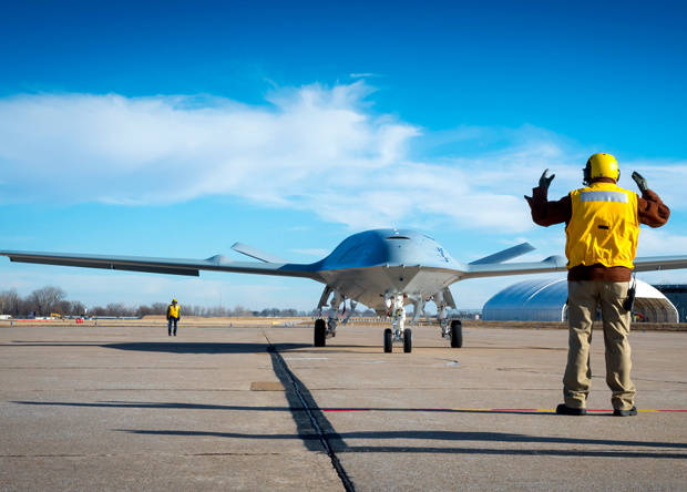 Разработку палубного беспилотника-заправщика доверили Boeing