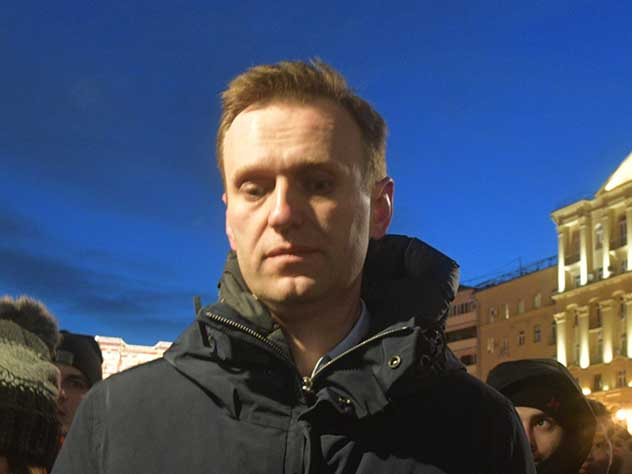 Ни минуты свободы: Навального задержали на выходе из спецприемника