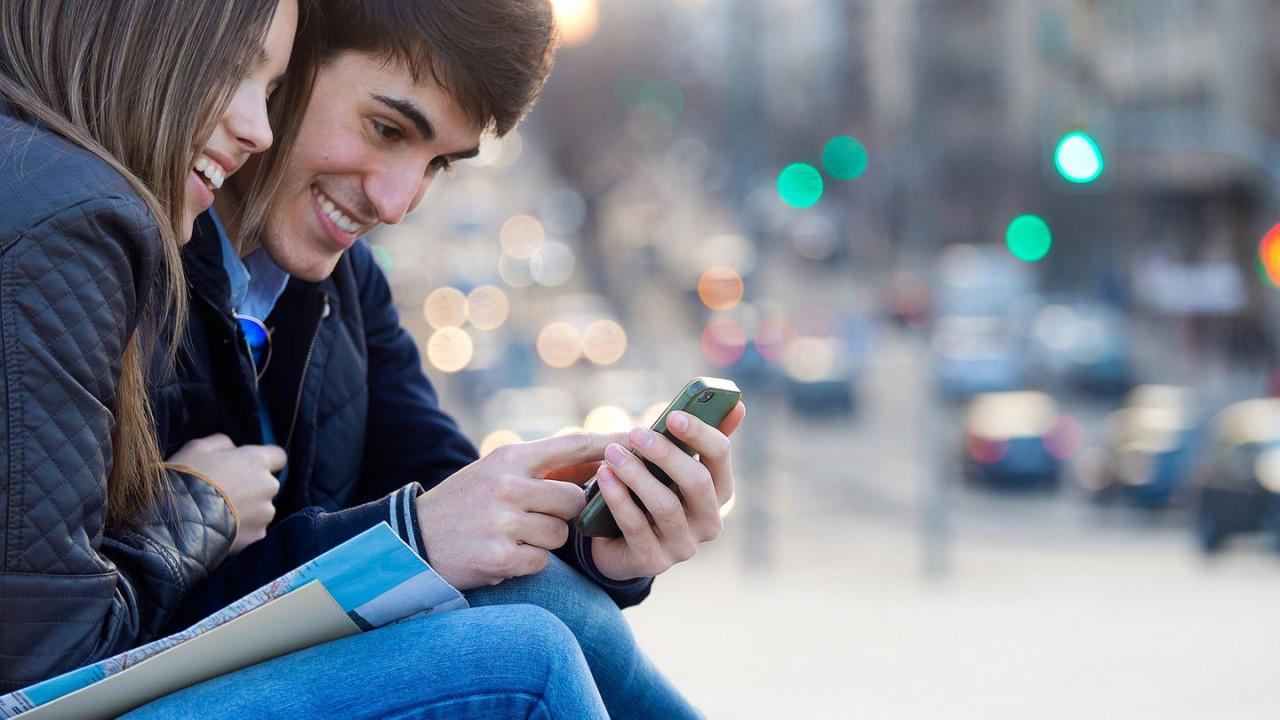 6 способов сохранить отношения, если вы обожаете социальные сети