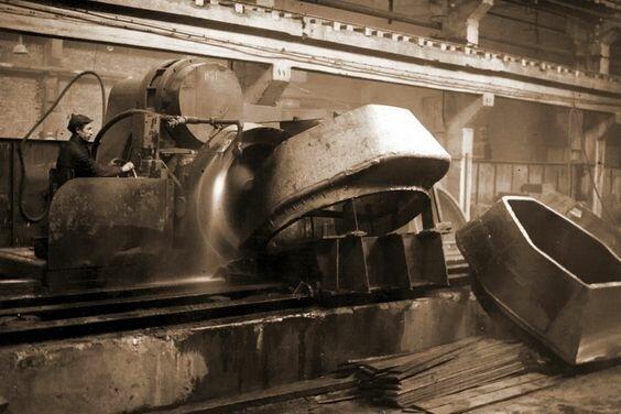 Шлифовка башен танков Т-34-76. Фото из архива завода № 183 им. Коминтерна, май 1942 г. Великая Отечественная Война, архивные фотографии, вторая мировая война