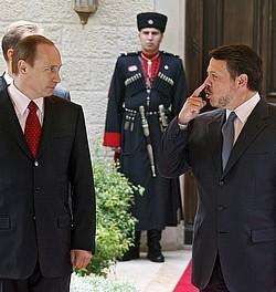 Король Иордании и Президент России продолжают беседу.