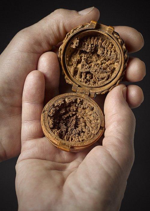 Миниатюрные резные изделия XVI века из самшита, тайну которых учёные разгадывают с помощью рентгена