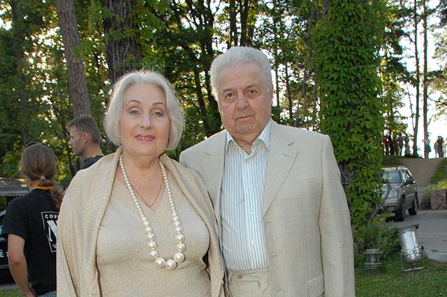 Михаил Танич с супругой.
