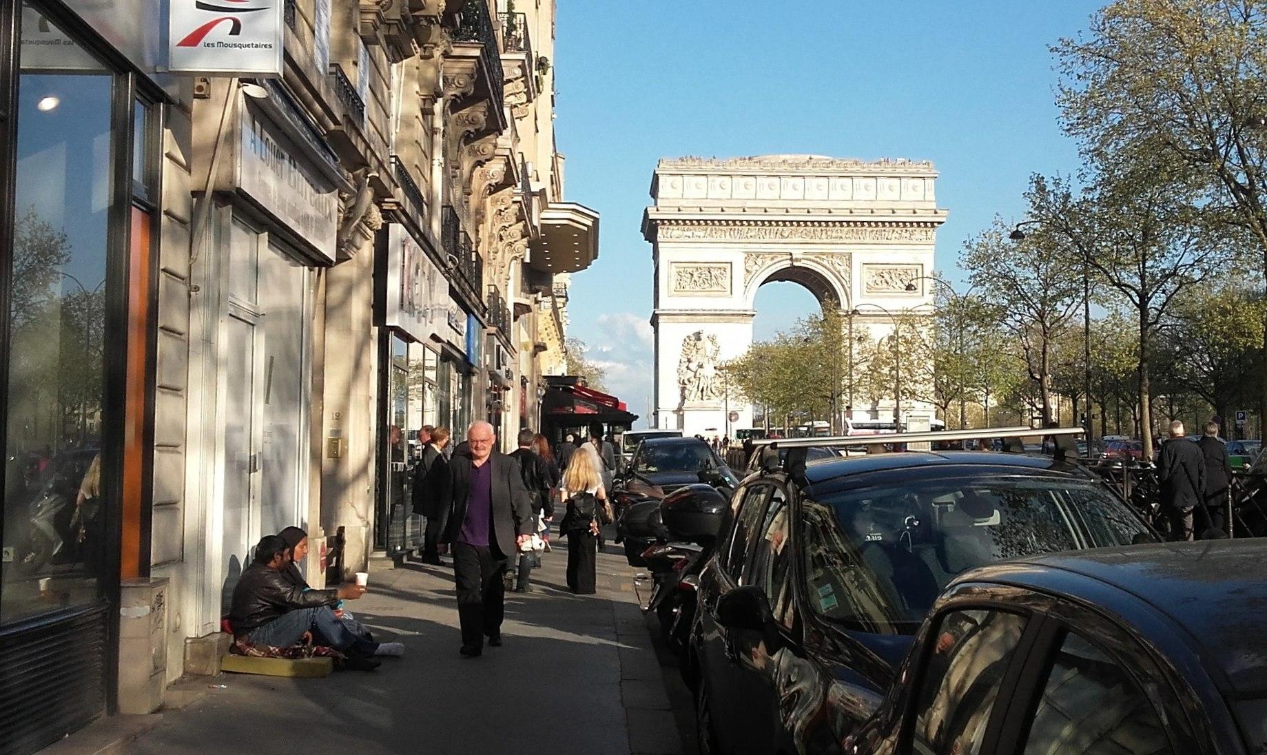 Алжир отклонил просьбу Франции о возвращении мигрантов на родину Весь мир