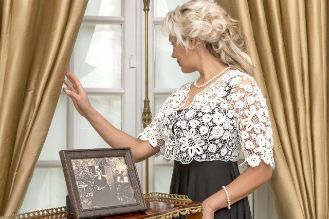 Учительница из провинциального городка продает свое ирландское кружево в Париже ирландское кружево