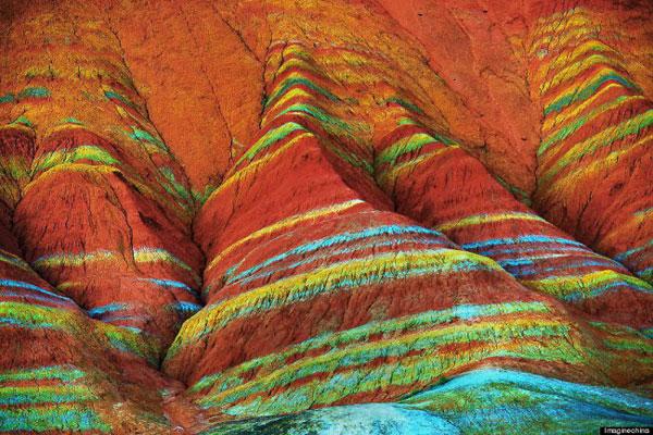 Когда природе грустно, она берет радугу и раскрашивает горы