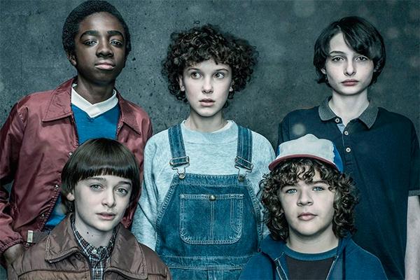 Золотые детки: Актеры сериала «Очень странные дела» добились увеличения гонораров