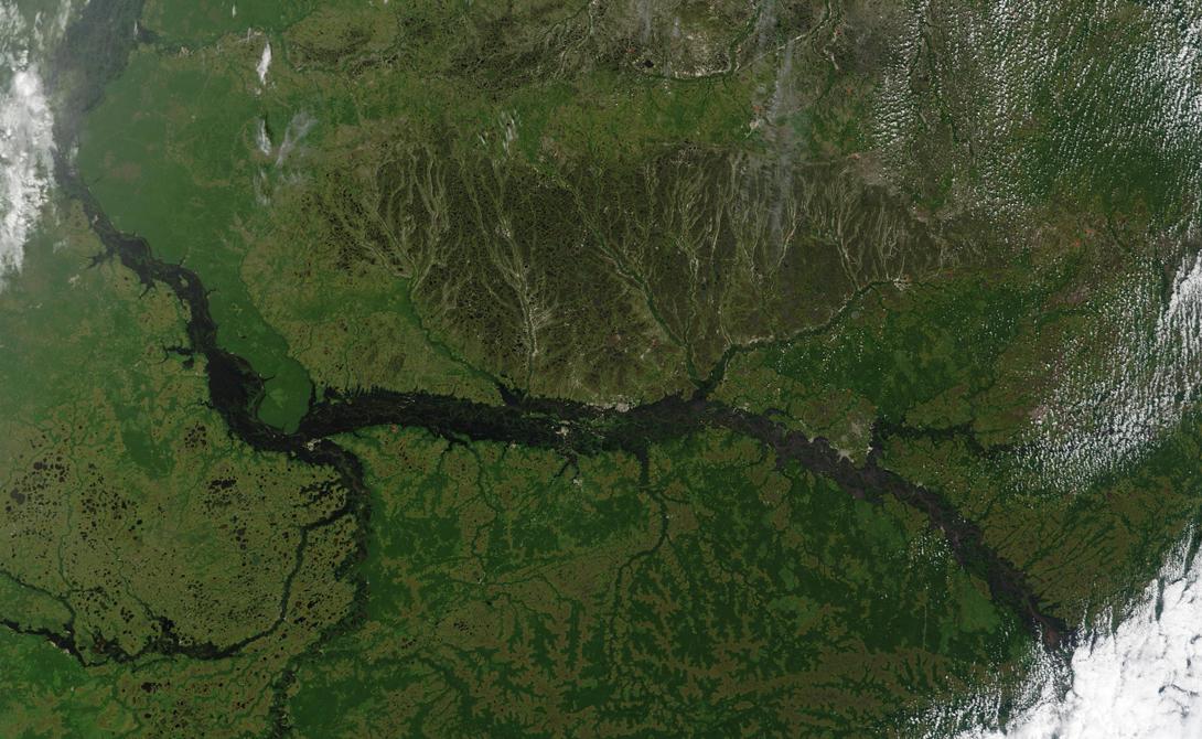 Обь-Иртыш Россия 5 414 километров Эта река протекает через Западную Сибирь, беря свое начало в горах Алтая. Первый город здесь — конечно же, Барнаул, драгоценный камень сибирских степей.