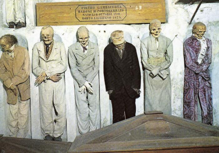 В коридоре мужчин. / Фото: www.scisne.net